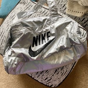 Vintage silver Nike bag - RARE and rad